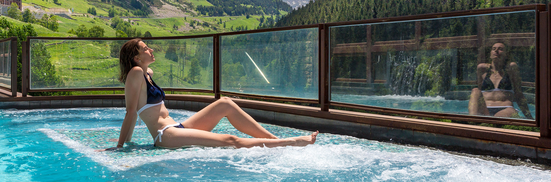 spa with outdoor jacuzzi with soldeu views